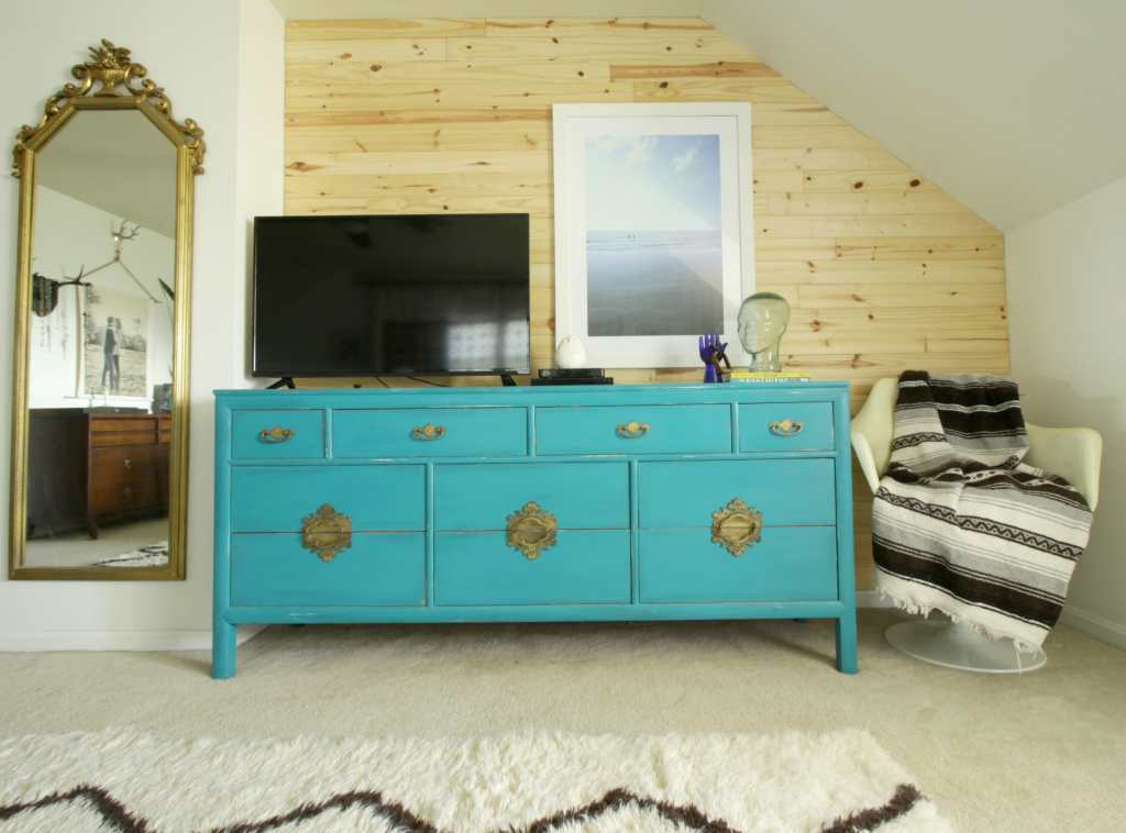 turquoise-dresser-diy-natural-planked-shiplap-wall