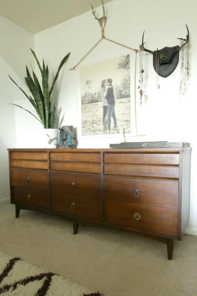 vintage-midcentury-modern-dresser-boho-styling