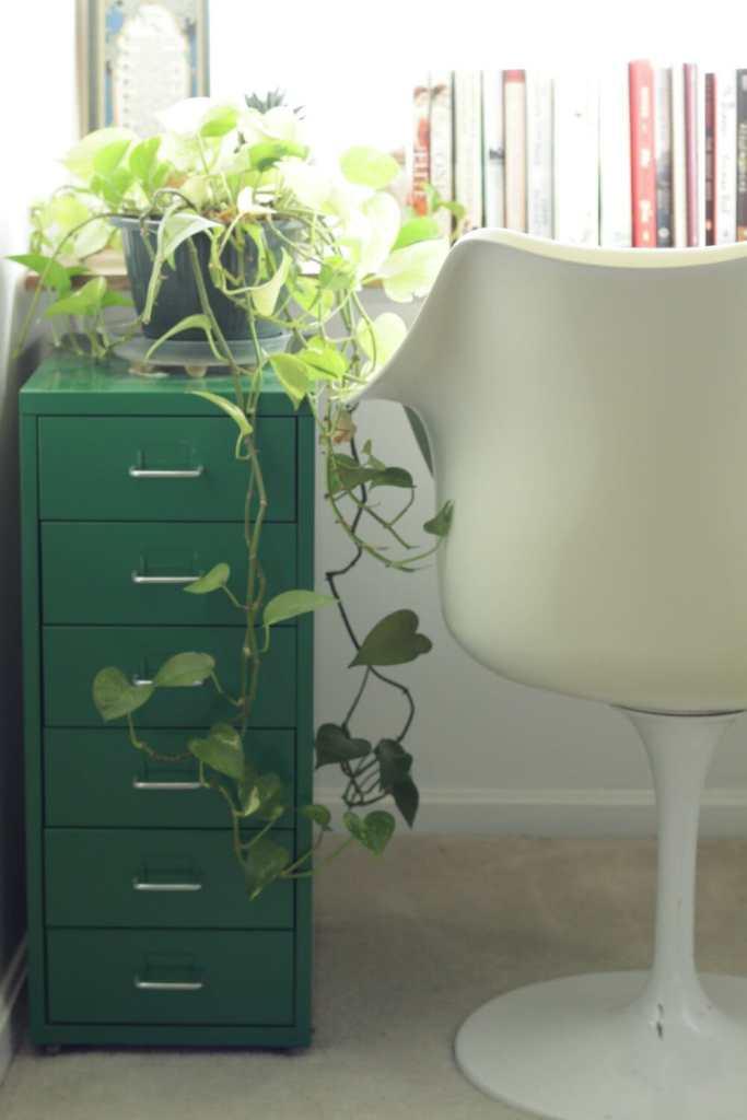 vintage-tulip-chair-in-dormer-desk-nook
