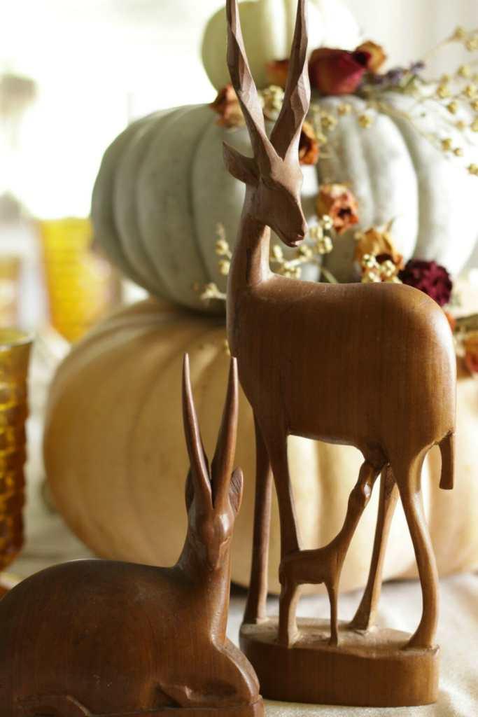 vintage-antelope-as-fall-dining-decor