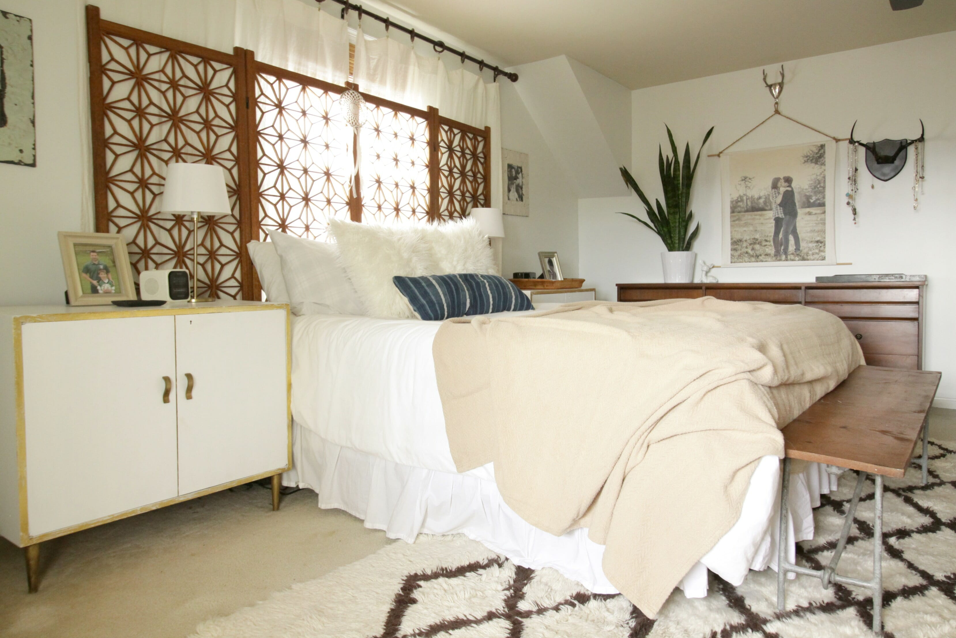 Good Cozy Neutral Modern Bohemian Bedroom