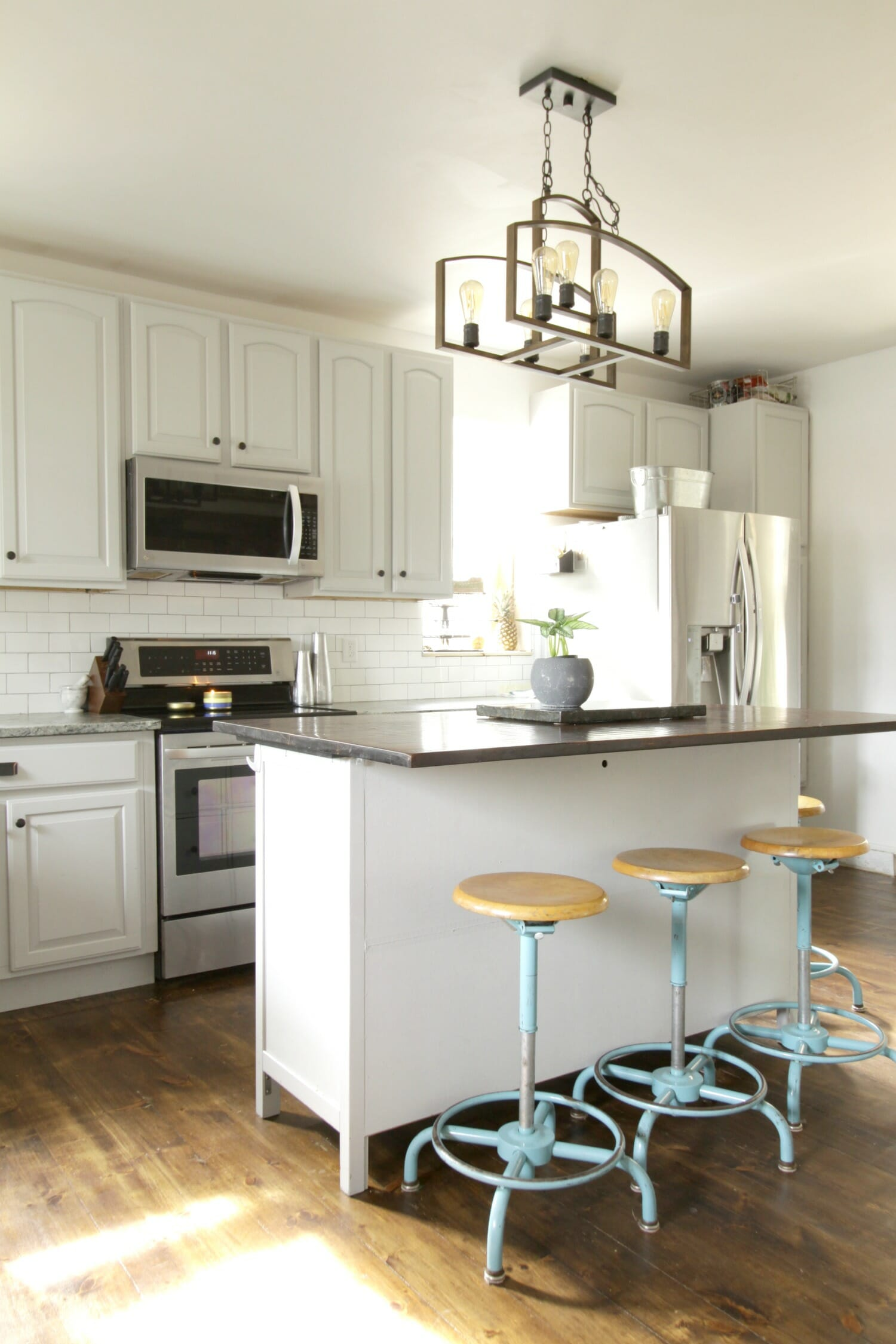 Ideal Gorgeous Gray Farmhouse Kitchen with DIYs and budget ideas