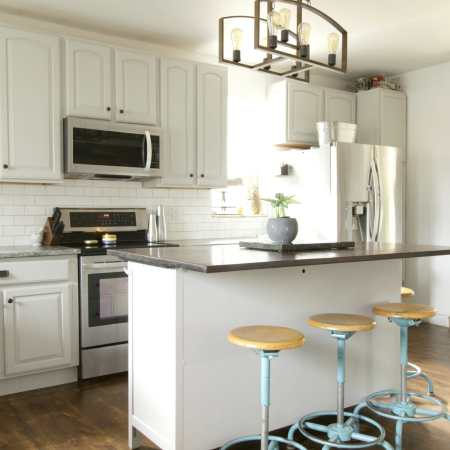 Harmony Hill Farmhouse Gray Kitchen: Budget DIY Ideas