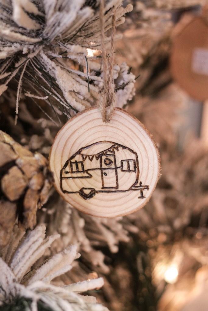 Vintage Camper Wood Slice ornament DIY