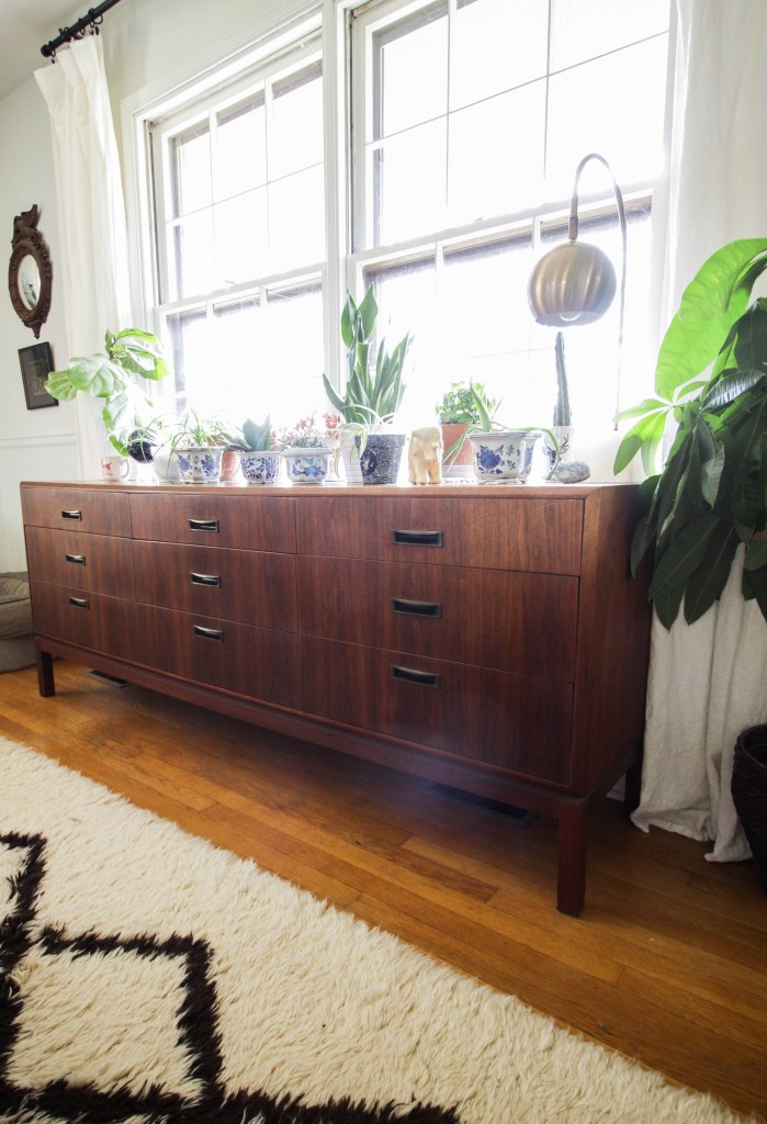 Vintage Midcentury Sideboard Dresser in Dining Room