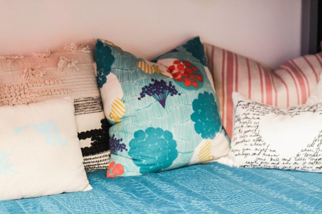 Janery pillow
