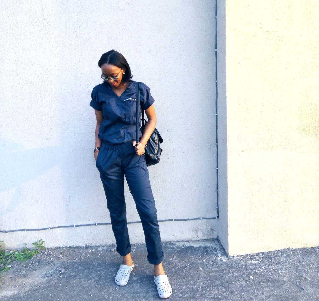 Housemanship In Nigeria (LUTH) Chronicles, Nigerian blogger and medical doctor Cassie Daves wearing blue scrubs