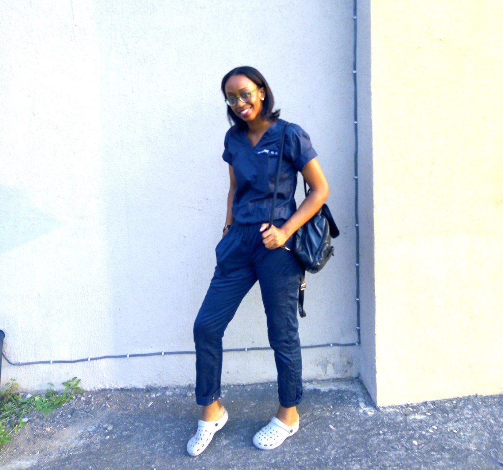 Housemanship In Nigeria (LUTH) Chronicles, Nigerian blogger Cassie Daves in scrubs and crocs shoe