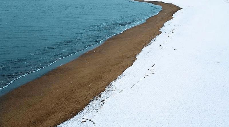 La spiaggia innevata di Baia Domizia