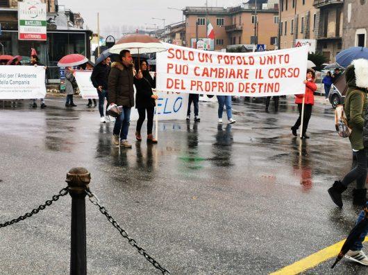 In corteo a Vairano Patenora contro il progetto della centrale termoelettrica turbogas