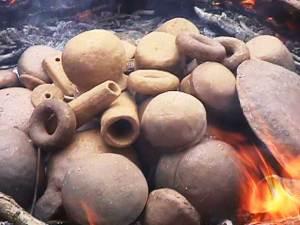 Cottura della ceramica a cielo aperto - archeologia sperimentale
