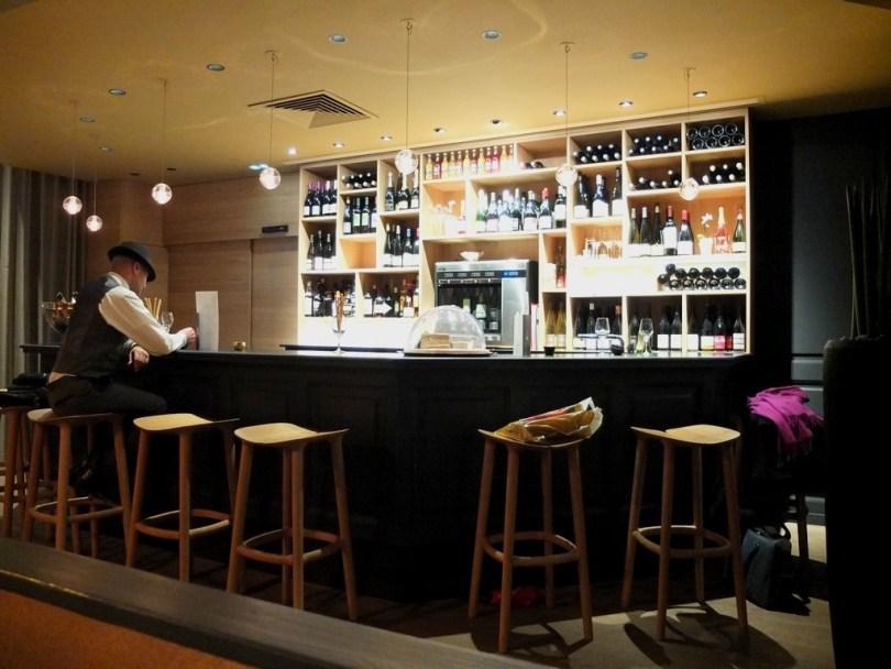 blackandwine-bar
