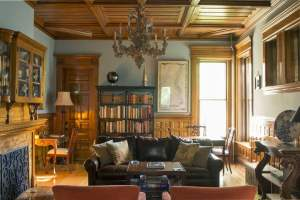 The Library of Castle La Crosse Bed and Breakfast