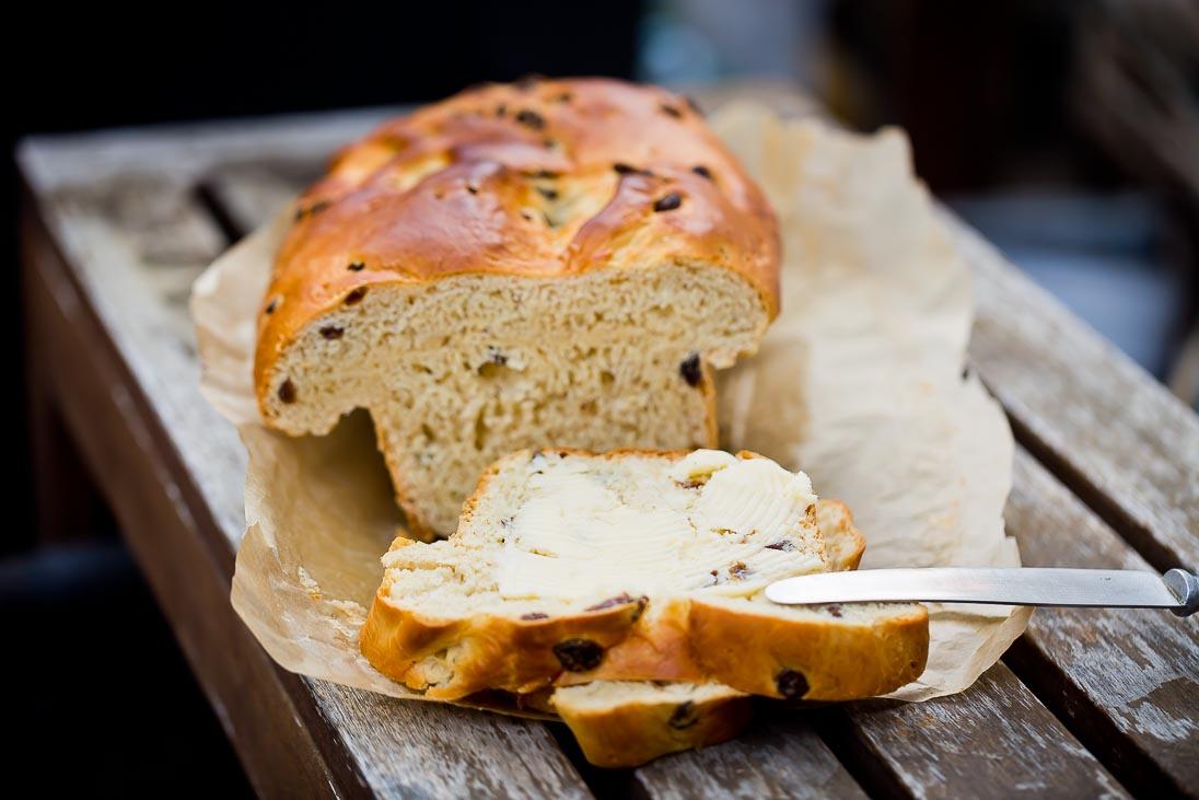 Rosinenbrot mit Butter casual cooking österreichischer food blog