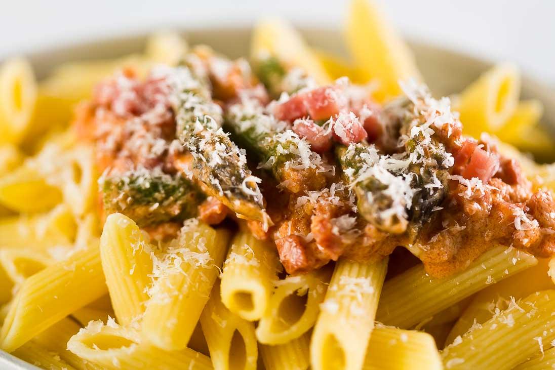 Penne mit Spargel, Speck und cremiger Mascarponesauce casual cooking österreichischer food blog