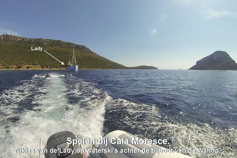 Spelen bij Cala Moresca - Waterskiën_Niklas