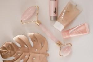 Usos y beneficios del masajeador facial de cuarzo rosa