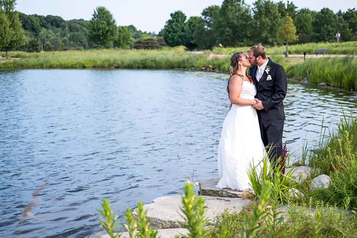 Outdoor wedding by the lake in Chicago