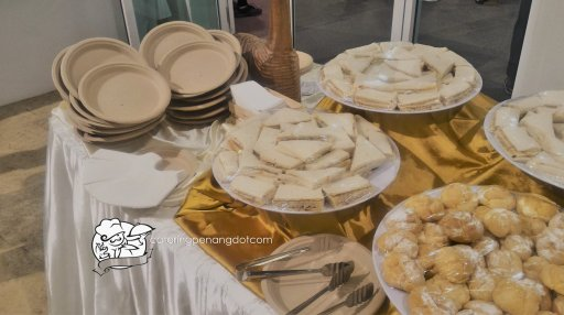Biodegradable plates for high tea buffet
