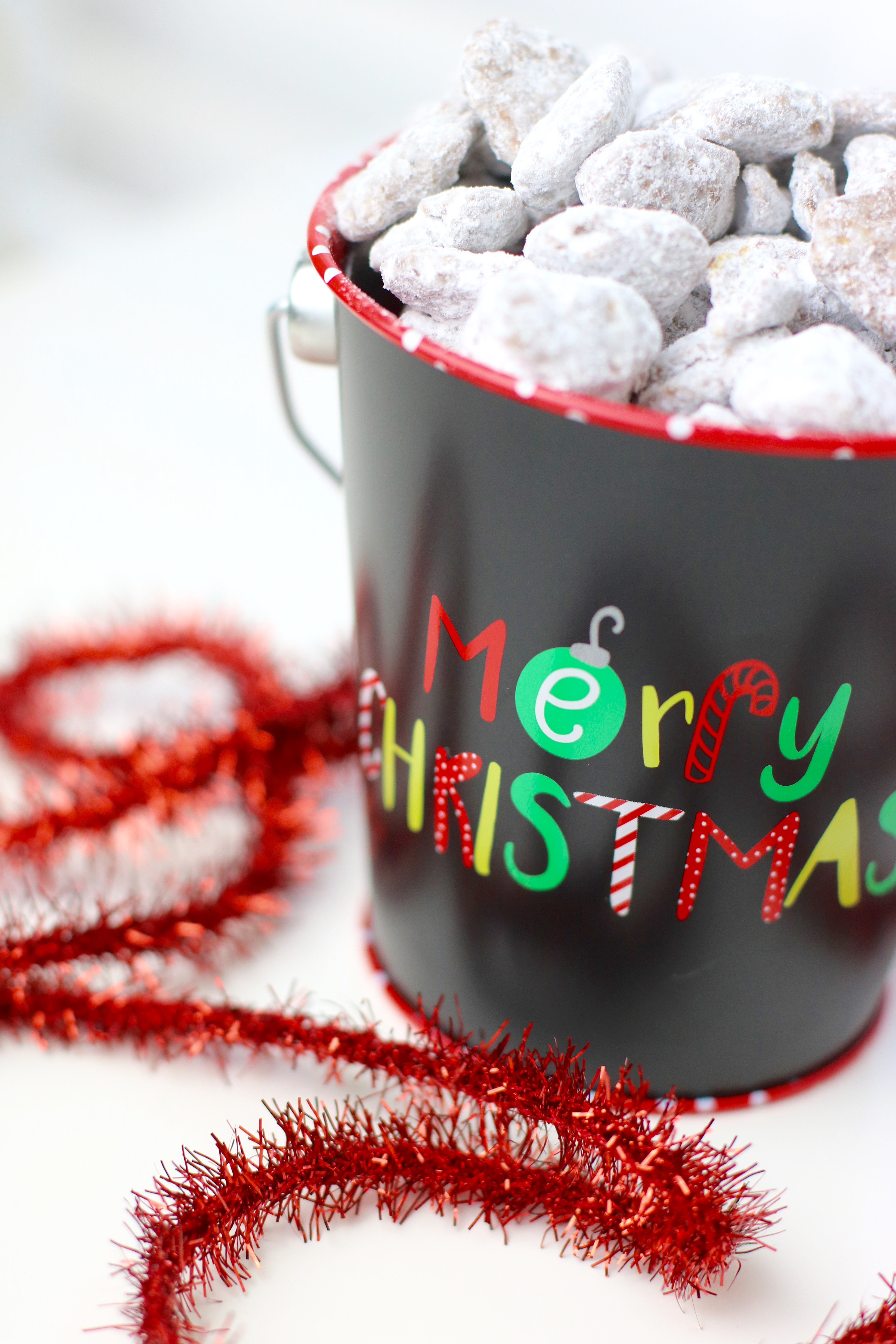 Puppy Chow Recipe #PuppyChow #Dessert #Snack #ChristmasTreat #Treats #ChristmasCookie