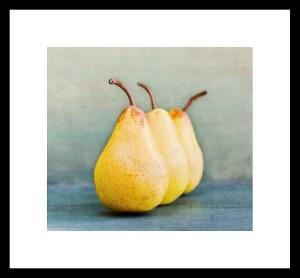 409_Fr-Three Pears lined Up_