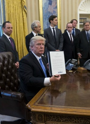 Trump makes controversial proposal to Planned Parenthood ...