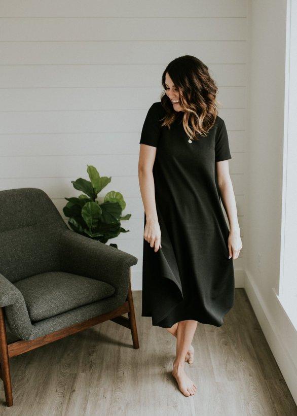 Texture_Easy_Dress_Black_mom1_1400x1400