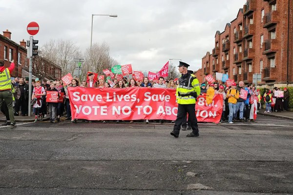 Ireland votes to repeal abortion ban, drawing ...