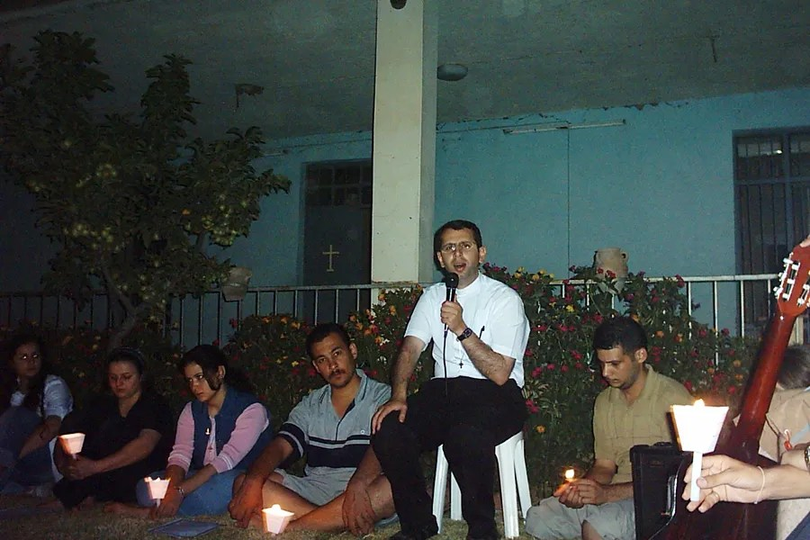 Father Ragheed Aziz Ganni, who was killed for the faith June 3, 2007 in Mosul, is seen with a group of young adults. Photo courtesy of Aid to the Church in Need.