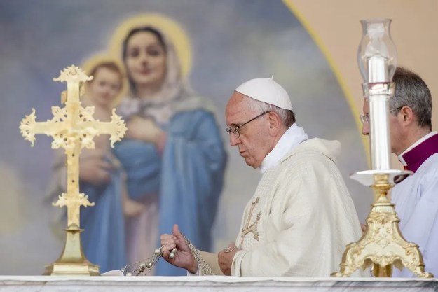 Pope Francis incenses the altar during Mass in Gyumri Armenia June 25, 2016. Credit: Vatican Media/CNA.
