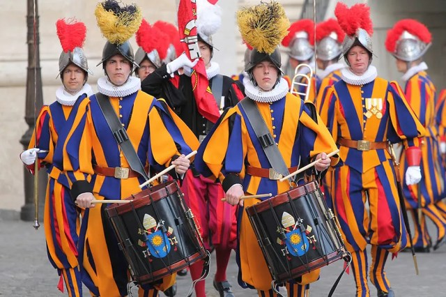 Swiss Guards in the Protomartyrs' Square in Vatican City, May 6, 2015. .  Bohumil Petrik/CNA.
