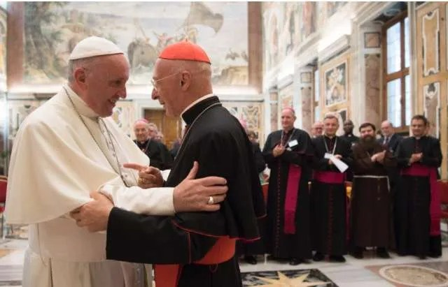 Pope Francis greets Cardinal Angelo Bagnasco at the end of an audience - .  Vatican Media /  ACI Group