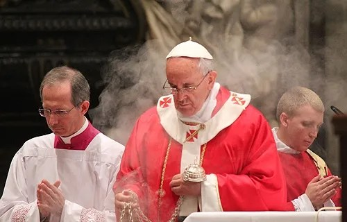Pope Francis celebrates Mass in remembrance of Bishops and Cardinals who died during the past year on November 4, 2013. Credit: Alberto Chincilla/CNA.