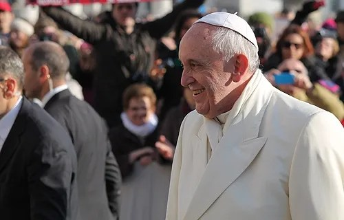 Pope Francis greets pilgrims during the General Audience held Jan. 8, 2014. Credit: Kyle Burkhart/CNA.