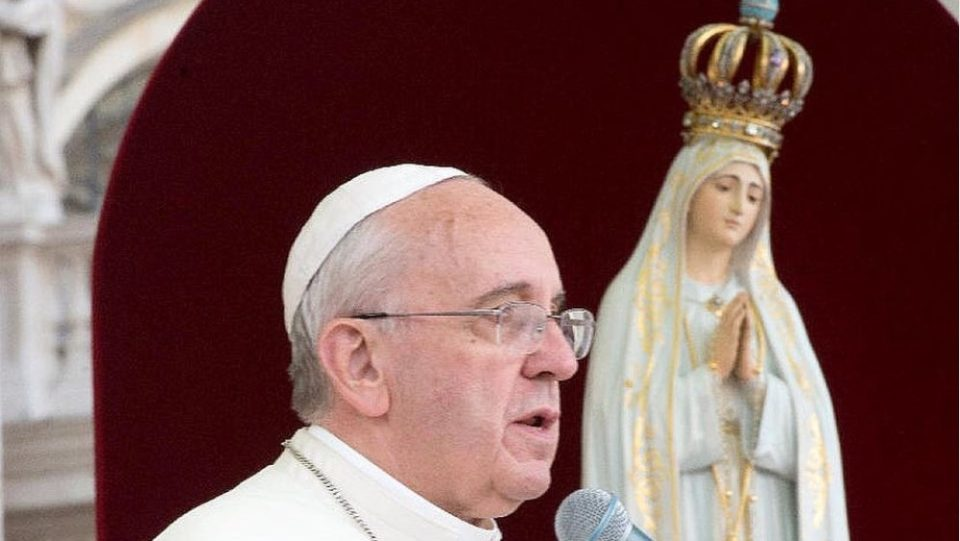 POPE FRANCIS LEADS HOLY ROSARY TO ASK OUR LADY'S HELP IN THE PANDEMIC AND TO ENTRUST HUMANITY TO OUR LORD.