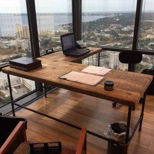 Meja Kerja Minimalis dan Ramah Lingkungan