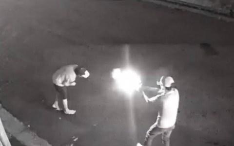 covardia sem mais nem menos homem em carro de luxo mata morador de rua veja o video
