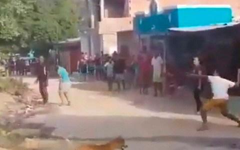 video mulher tem casa apedrejada por vizinhos apos trocar senha do wi fi