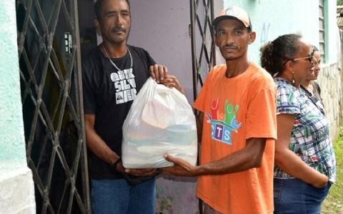 governo da paraiba entrega colchoes e cestas basicas para familias atingidas pelas fortes chuvas