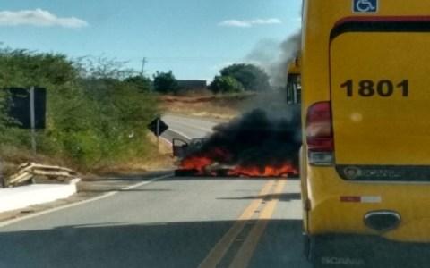 bandidos tentam assaltar carro forte no sertao da paraiba