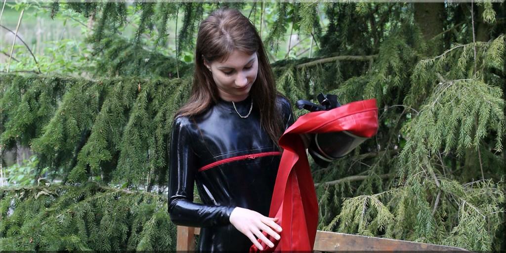 Anna im Rotkreuzanzug