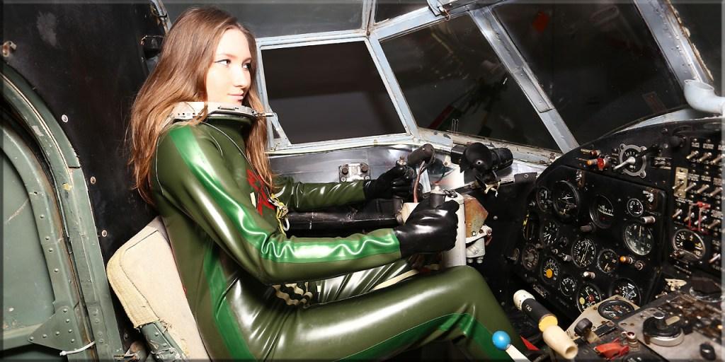 Elena im Flugzeug