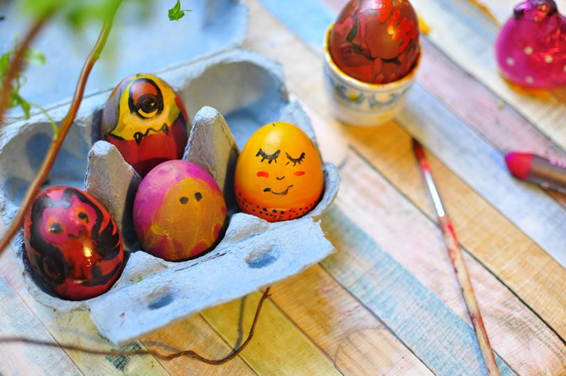 ostereier-mit-gesicht-eggs-