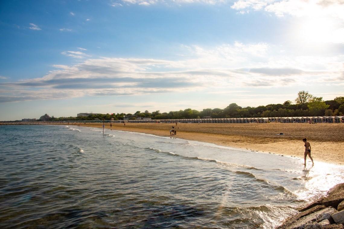 Beach lido