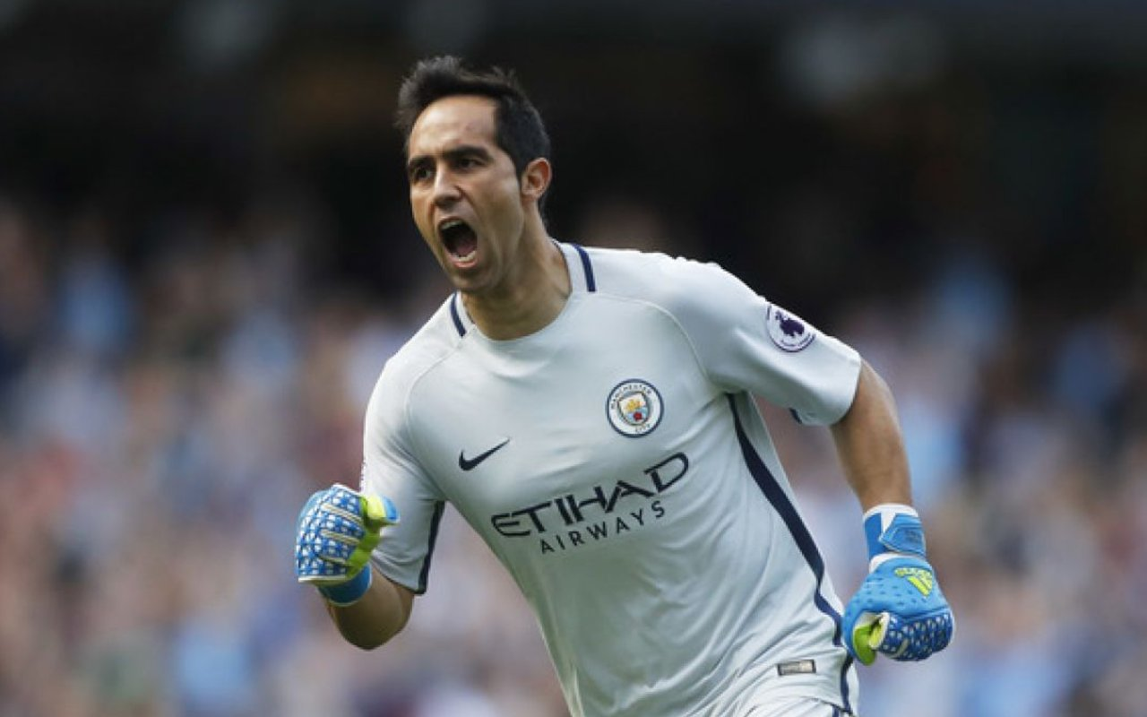 8fbf36b61 Manchester City s backup goalkeeper Claudio Bravo faces a lengthy period  out of action after sustaining a serious injury in training today.