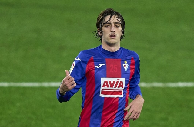 Bryan Gil in action for Eibar
