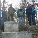 Foto di Gruppo vicino al Cippo