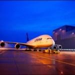 Primeiro Airbus A380 da Lufthansa é visto pintado fora do hangar da fabricante