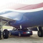 Táxi abalroa um Boeing 737 em aeroporto da Nigéria