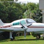 Avião está abandonado há mais de 20 anos no Aeroporto Salgado Filho, em Porto Alegre